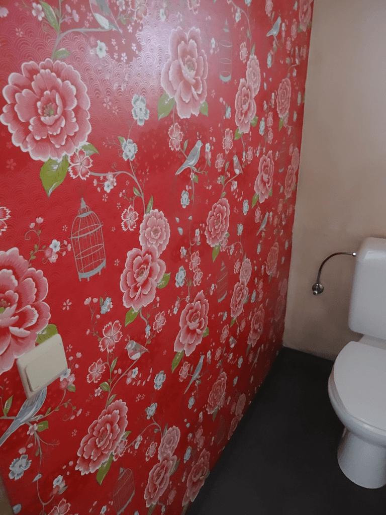 een beetje behang maakt van je kleinste kamertje een troonzaal