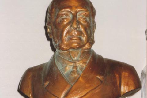 bronzeertechniek, oxidatie imitatie en vergulding op plaasteren buste